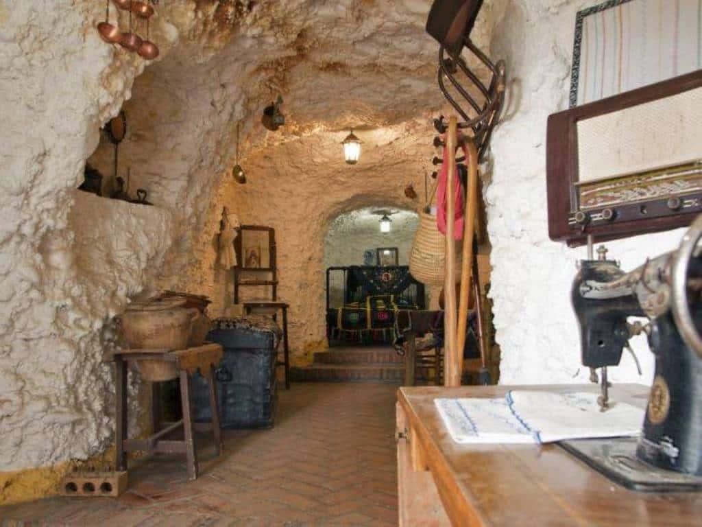 Survival Cave - Tarancon, Spain
