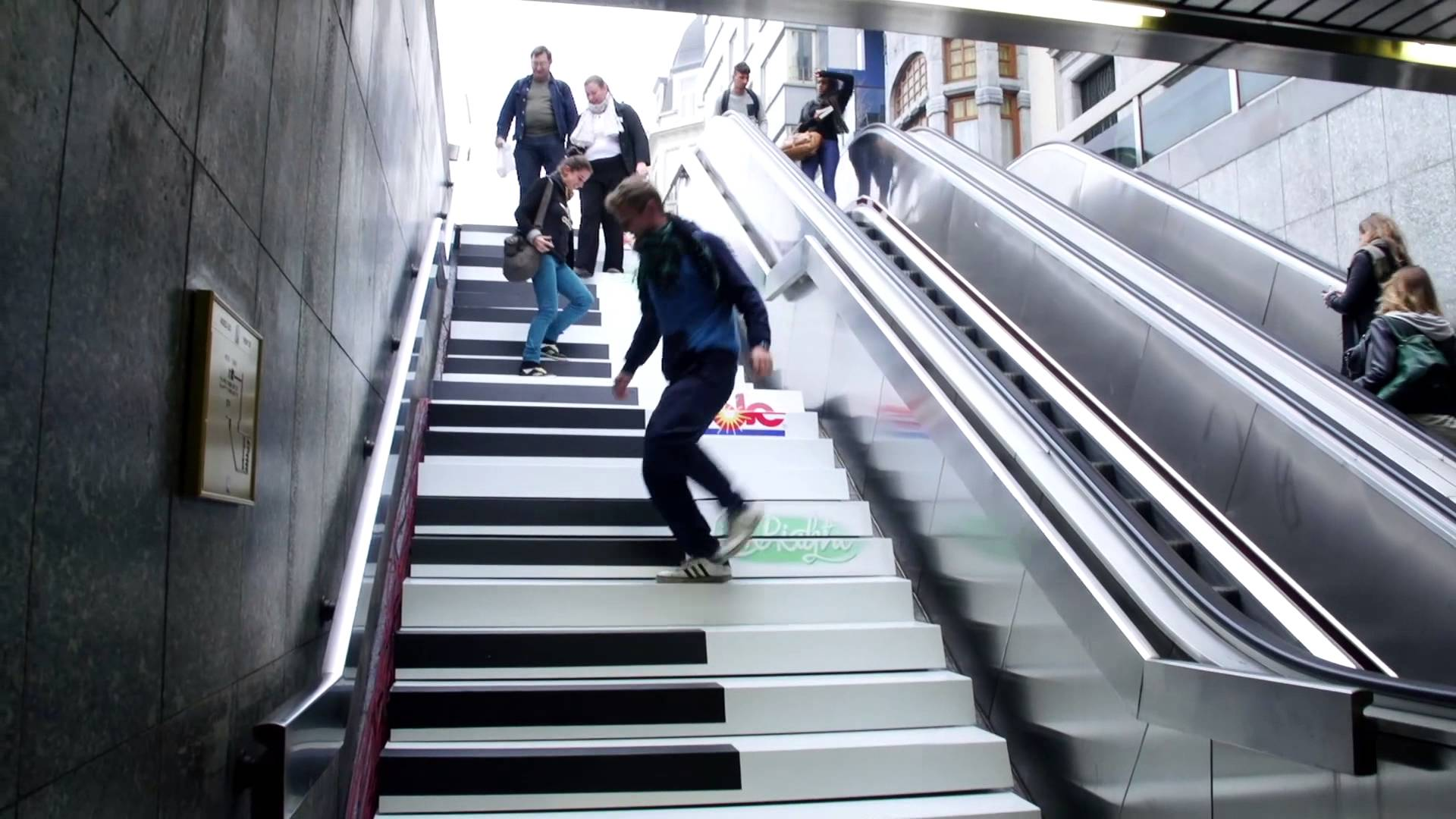 The Fun Theory - Piano Stairs